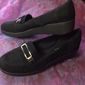 Easy Spirit black suede loafers, slipon size 9N